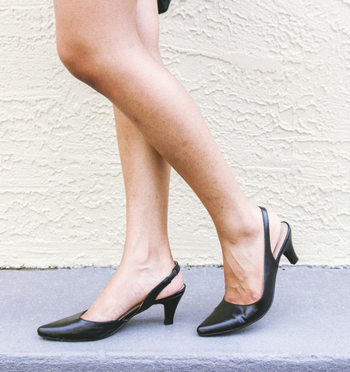 black low heeled pumps