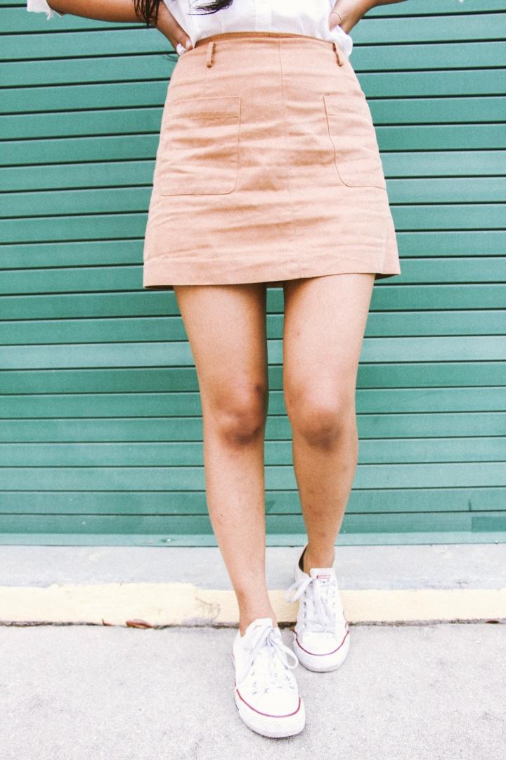 tan skirt white shoes converse